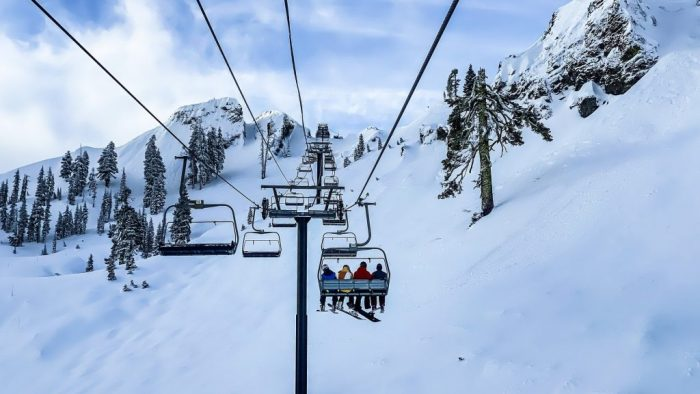 skiing-4835024_1920.jpg